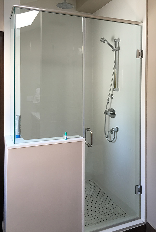 Showerhaus Shower With Knee Wall